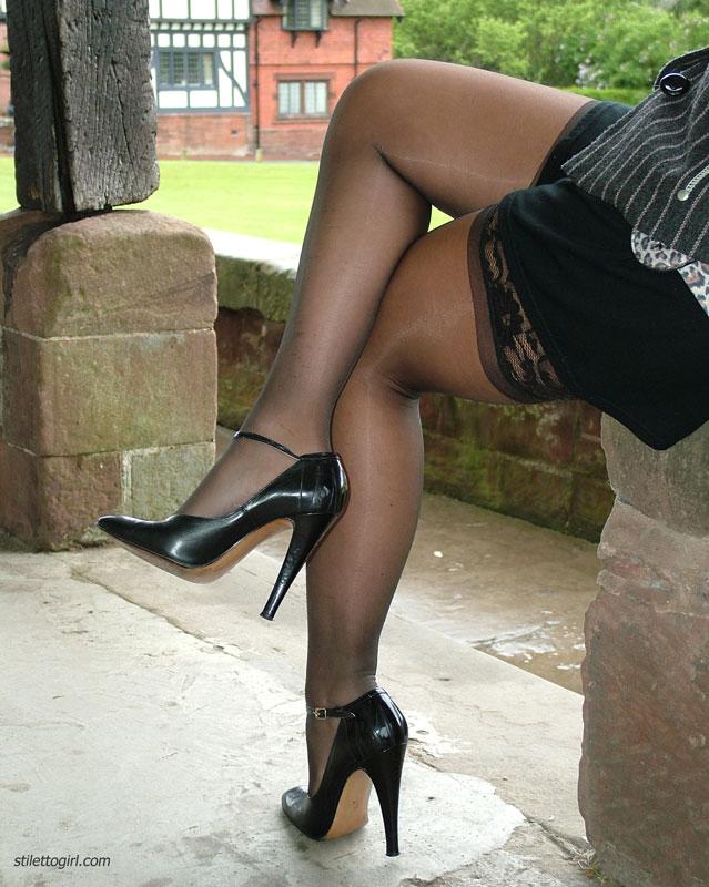толстенькие ножки в чулках фото
